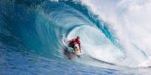 Акула едва не пообедала чемпионом мира по серфингу
