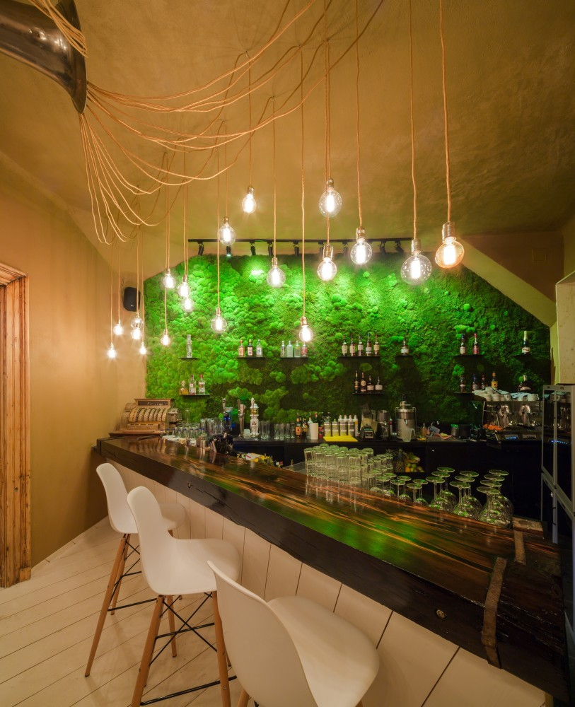 09230__SHIFT-restaurant-moss-wall-bar2