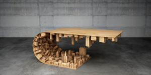 Согнутый дизайнерский журнальный стол с городским пейзажем