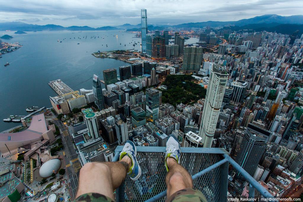 Команда On the Roofs покорила строящийся New World Centre в Гонконге 3