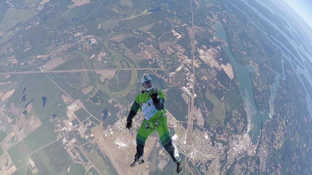 Скайдайвер из США прыгнул без парашюта с высоты 7.6 км 2
