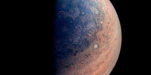 Фотографии Юпитера с межпланетного зонда «Джуно». Это великолепно