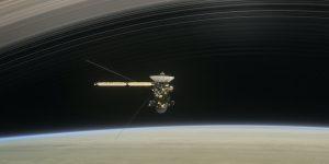 Зонд Cassini начал контроллируемое падение на Сатурн