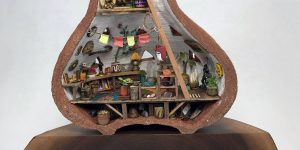 Миниатюрные мастерские, построенные внутри керамических сосудов от Джедедайя  Вольтца