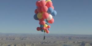 Иллюзионист Дэвид Блейн исполнил трюк на воздушных шарах